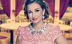 Анфиса Чехова получила в подарок портрет из жвачки