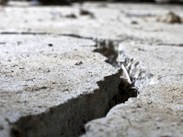 Трещина после землетрясения