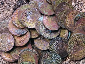 Найдены старинные монеты викингов