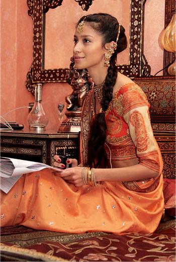 «На съемках фильма «Индийское кино». Было так весело! Здесь я репетирую наивный, влюбленный взгляд. Кстати, многие фотографы видят во мне лишь восточную красавицу. Но я не хочу увязать в одном амплуа».