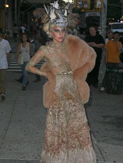 Леди ГаГа (Lady GaGa) в платье Valentino Couture осень-зима 2011 - 2012