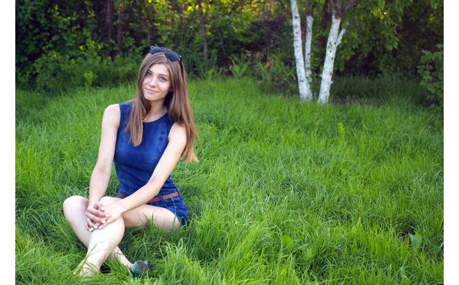 Прекрасные девушки, любящие отдыхать на природе