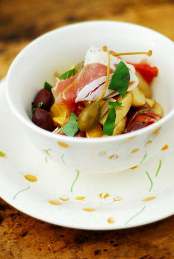 Салат из молодого картофеля с Пармской ветчиной.