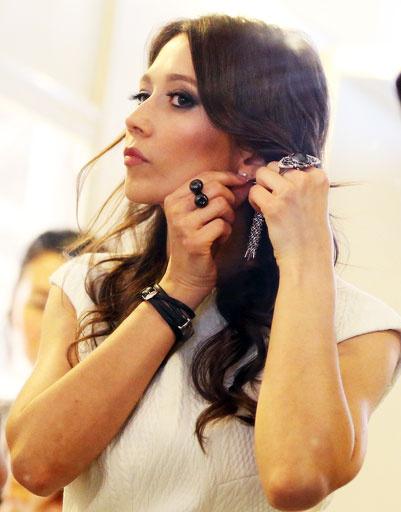 Даша Гаузер перед показом коллекции осень-зима 2013/14 на Mercedes-Benz Fashion Week Russia