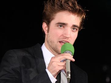 Роберт Паттисон (Robert Pattinson) - руководитель церемонии награждения кинопремии «Золотой Глобус» в 2011 году