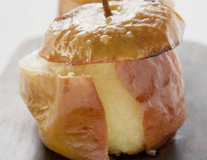 Как приготовить запечь яблоки в микроволновке