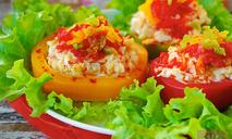 Салат с копченым кальмаром в перце