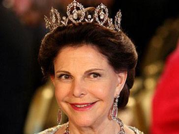 Королева Сильвия получила растяжение, сбегая от фотографа