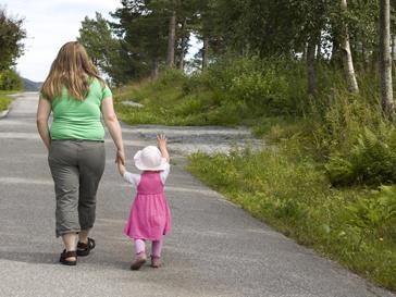 Полная женщина с ребенком