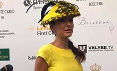 Эвелина Блёданс показала роскошный бюст в секси-платье