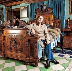 Квартира Никаса Сафронова: стол Наполеона