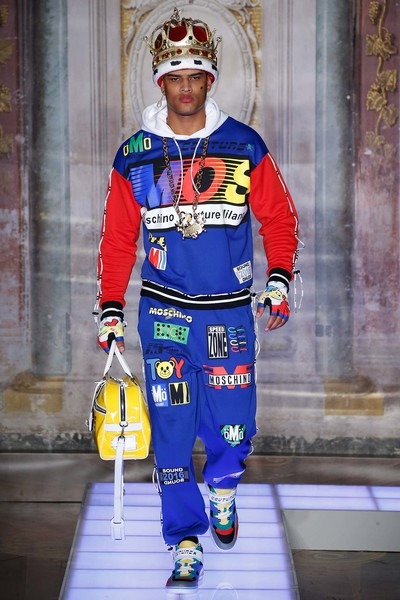 Во Флоренции прошел показ мужской коллекции Moschino | галерея [1] фото [5]