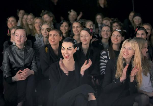 В грандиозном юбилейном шоу было занято 58 моделей.