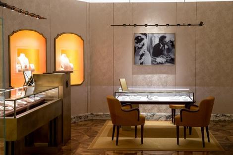 Из Рима с любовью: королевский подарок от BVLGARI для Москвы | галерея [1] фото [3]