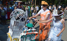 Рояль, мотоцикл, дракон, Баба-яга: в такой коляске весело!