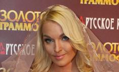 Волочкова рекламирует фейковые сумки