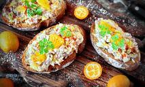 Брускетта с печенью трески и апельсином