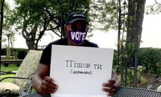 видео сэмюэл джексон учит ругаться языках