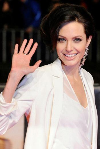 Анджелина Джоли с необычной прической