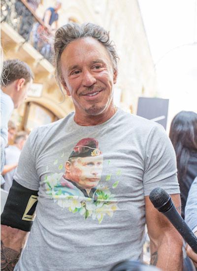 Микки Рурк в Москве-2014, футболка с Путиным
