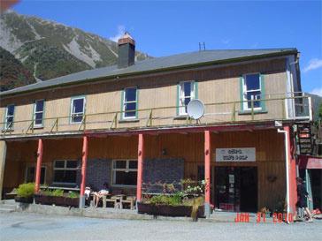 Этот отель выставлен на продажу вместе с деревней