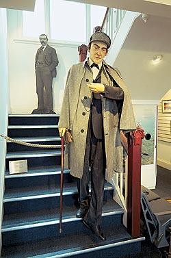 Гостей Информационного центра Дартмурского парка в Принстауне встречает восковой Холмс