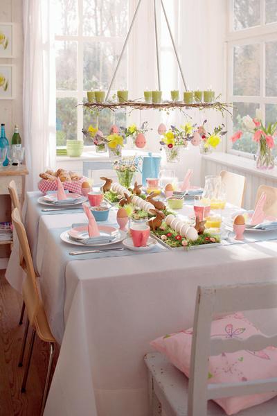 Во многих странах Европы кролик (или заяц) стал таким же символом пасхальных праздников, как и яйцо. Дети верили, что кролик приходит накануне Пасхи к тем из них, кто примерно себя вел, и кладет в заранее заготовленное гнездо или корзинку разноцветные яйца.