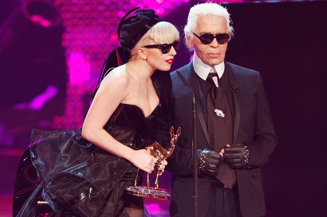 Карл Лагерфельд и одна из его муз Леди Гага