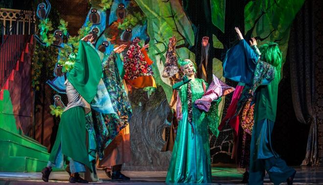 Сцена из спектакля «Спящая красавица, или Заклятие ведьмы Мортон»