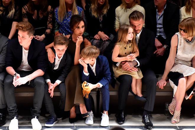 Дэвид и Виктория Бекхэм с детьми фото