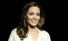 Джоли не попала в список влиятельных звездных мамочек