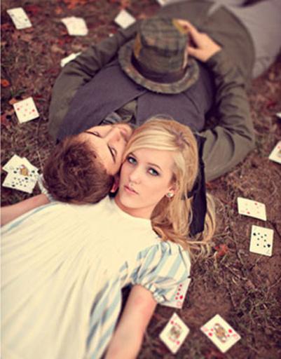 В рамках свадебной фотосессии можно воссоздать стиль любимого фильма или книги.