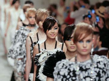 Показ круизной коллекции Chanel 2014 в Сингапуре