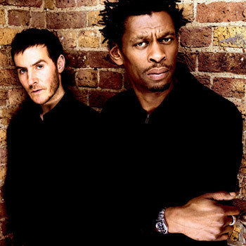 Дуэт Massive Attack.