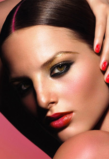 Новый образ от Givenchy навеян индийскими мотивами