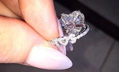 Леди Гага показала вычурное помолвочное кольцо