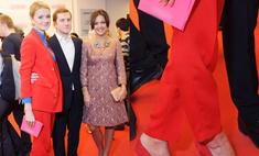 Девушка в красном: Надежда Михалкова решилась на смелый наряд