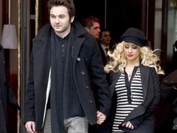 Мэтью Д. Ратлером (Matthew D. Rutler) и Кристина Агилера (Christina Aguilera) познакомились на съемках фильма «Бурлеск»