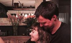 В сеть попал трогательный снимок Козловского с невестой