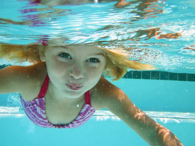 глаза после бассейна