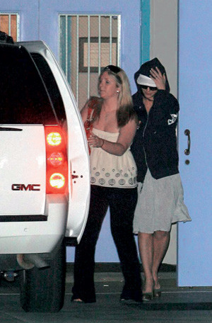Бритни Спирс на пути в реабилитационный центр.