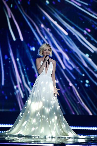 Полина Гагарина прошла в финал Евровидения