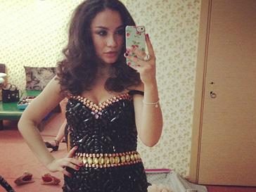 Виктория Дайнеко выбрала для выступления платье, расшитое кристаллами