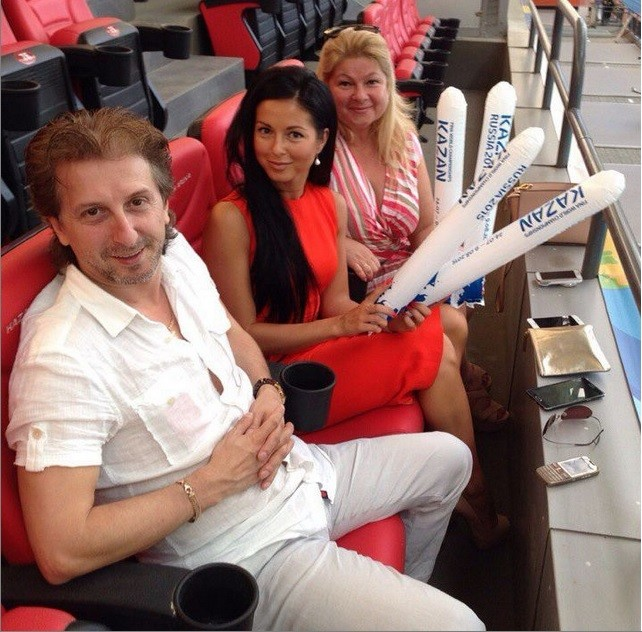 Певица Нюша на чемпионате мира болеет за сестру, синхронное плавание