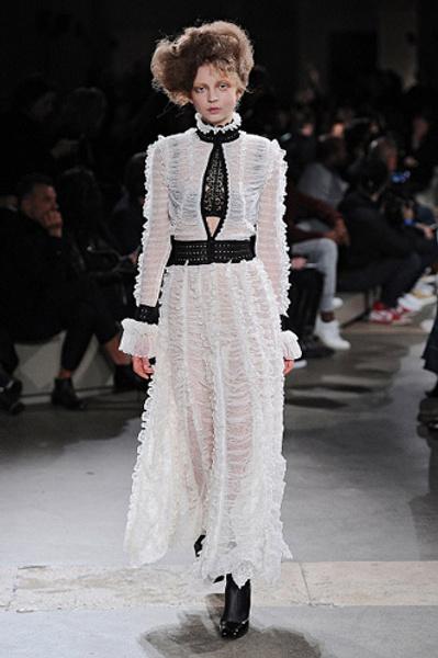Неделя моды в Париже: показы Alexander McQueen и Paul & Joe ready-to-wear осень — зима 2015-2016   галерея [1] фото [11]