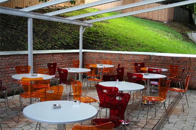 Патио – обеденная зона во внутреннем дворике.