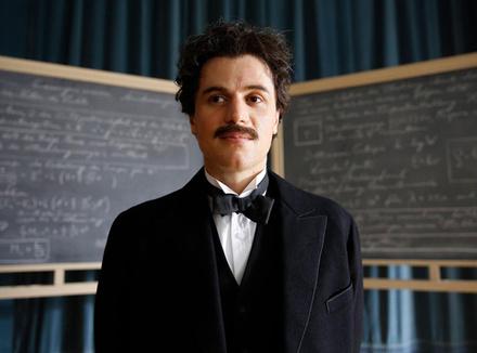 Джонни Флинн: «Сыграв Эйнштейна, я понял, что значит быть гением»