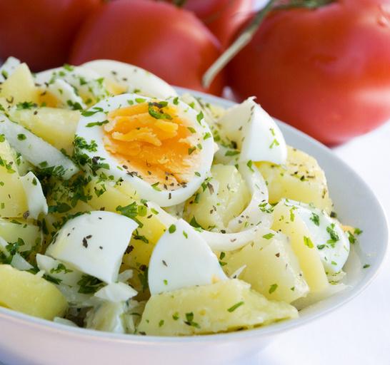 Простой салат яйца картофель