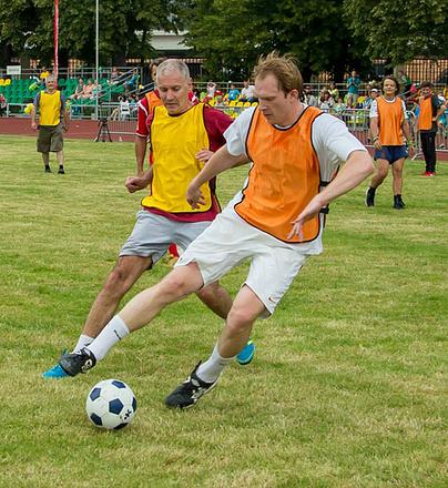 Андрей Бурковский, игра в футбол, фото