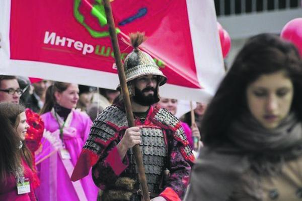 Карнавальное шествие – одна из традиций Интернедели